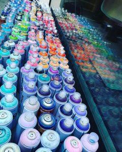 Bombes de peintures au sol