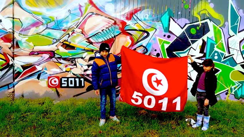 Graffiti abstrait Tunisie drapeau.
